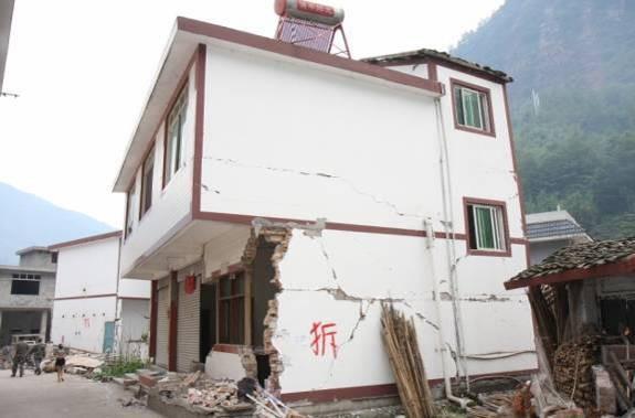 王涛_图1 (a) 无构造措施砖混结构Masonry residential buildings without constructional measures